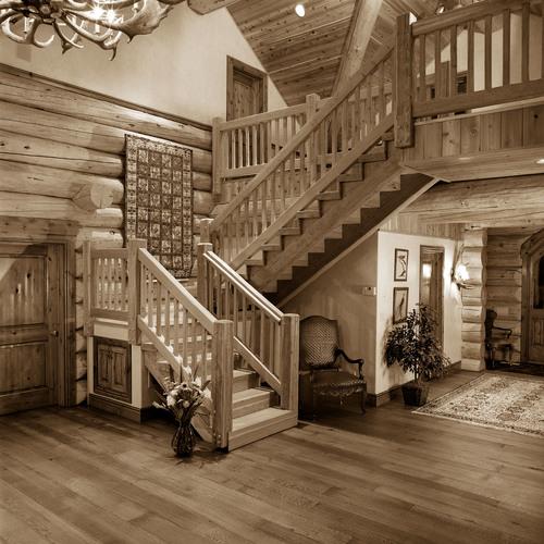 Лестница из бруса в деревянном доме