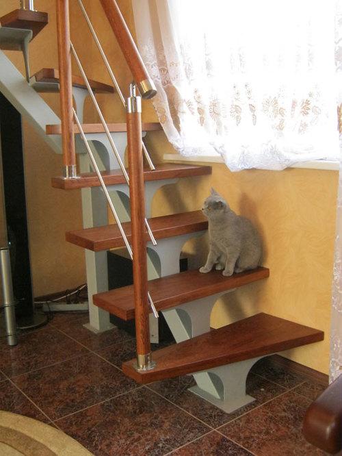 Лестница на косоурах с поворотом