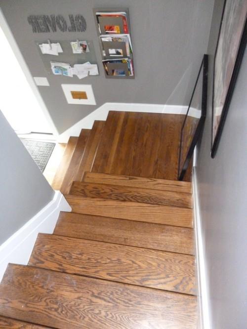 Г-образная деревянная лестница