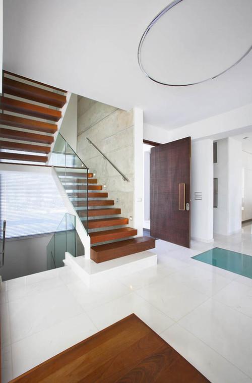 Современный дизайн деревянной лестницы