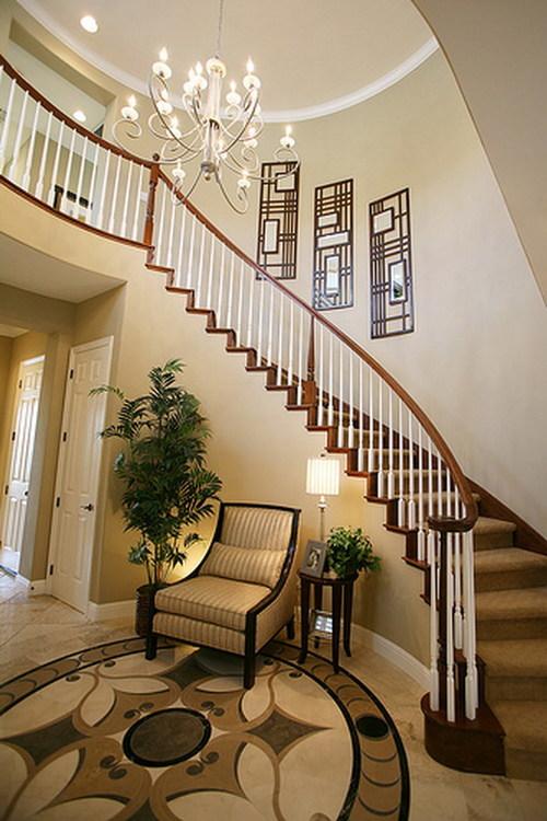 Деревянная лестница классического дизайна