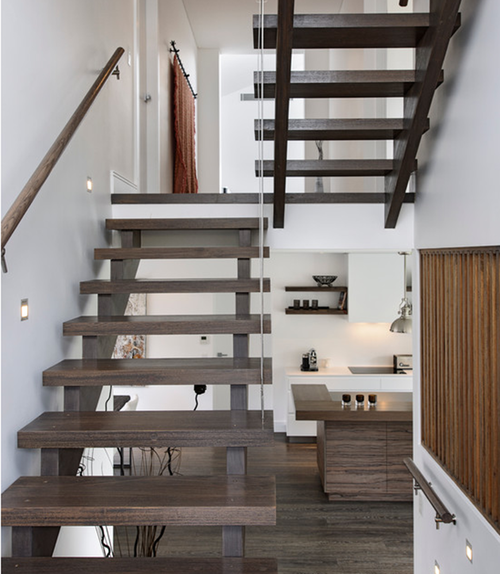 Двухмаршевая лестница с площадкой из дерева