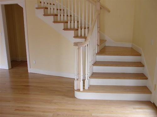 Деревянная лестница с поворотом на с 90 градусов