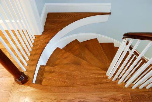 Лестница с плавным поворотом