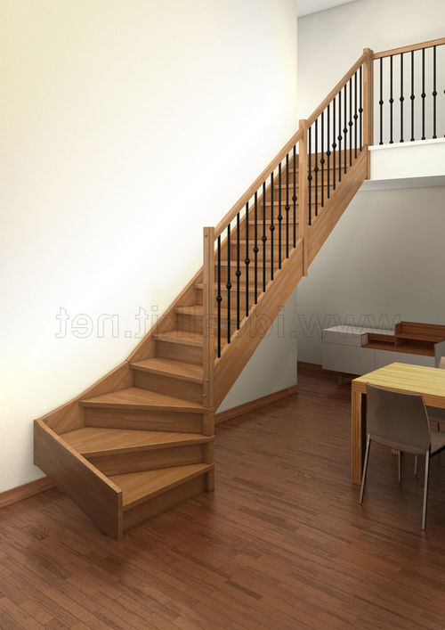 Деревянная лестница с поворотом в начале