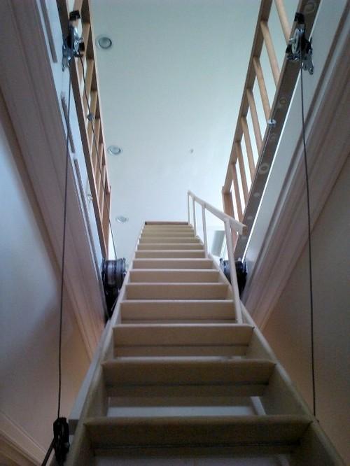 Выдвижная лестница на мансардный этаж