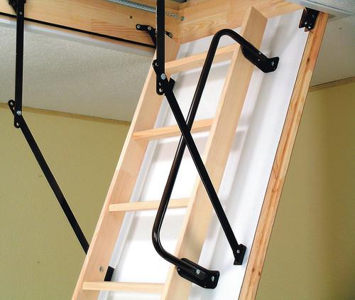 Деревянная откидная лестница на чердак