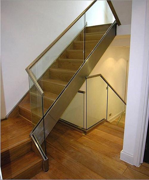 Комбинированная лестница с деревянными ступенями