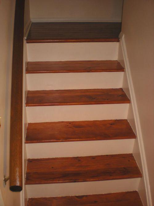 Отреставрированная лестница из дерева