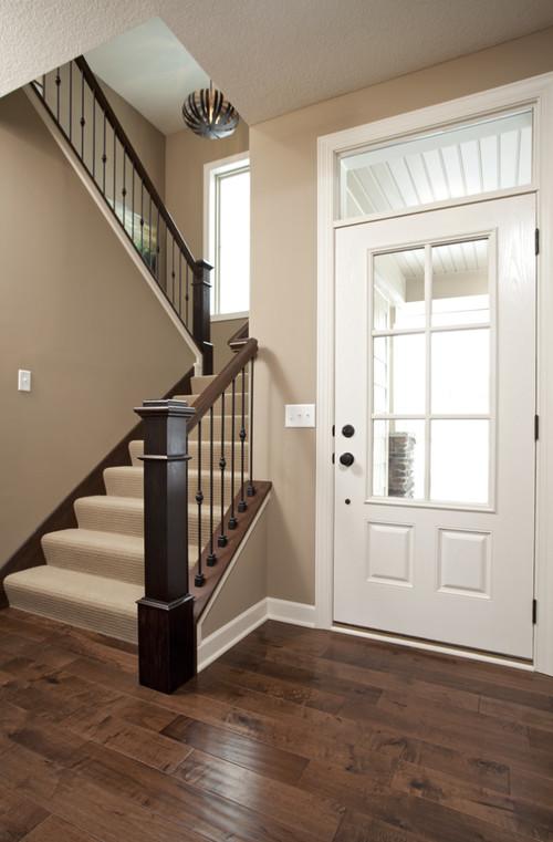 Маршевая лестница в интерьере дома