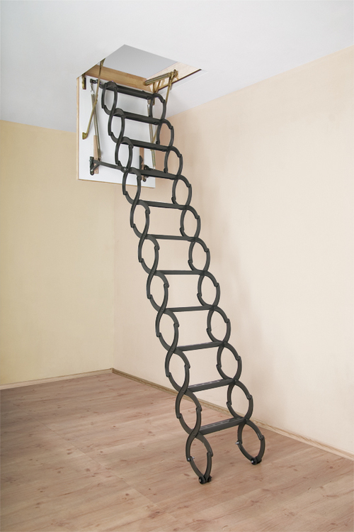 Разложенная чердачная лестница