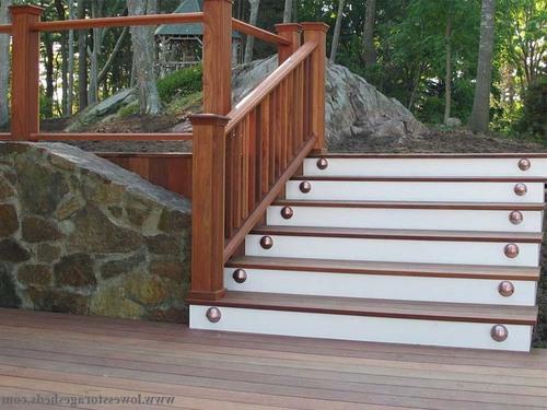 Входная лестница из дерева