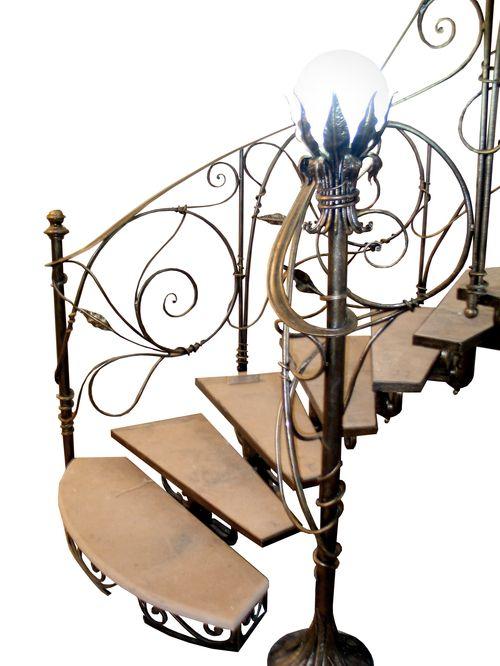 Чем хороши кованые винтовые лестницы